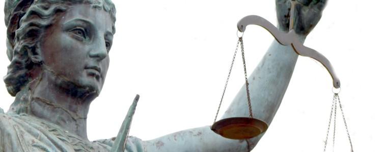 statua con bilancia